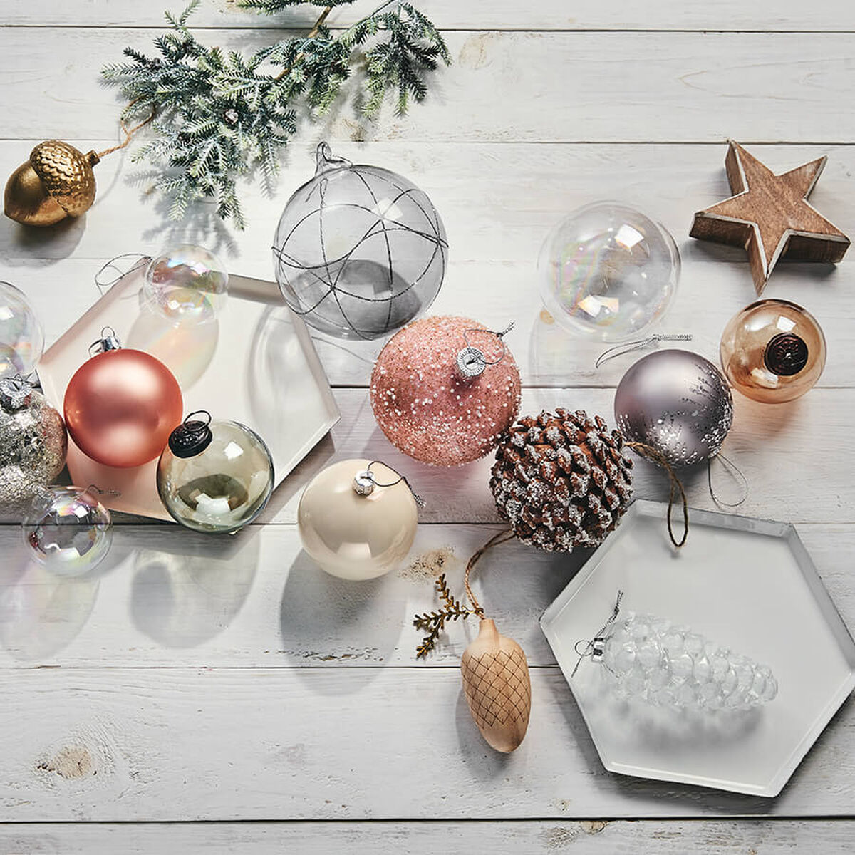 weihnachtskugeln christbaumkugeln kaufen butlers. Black Bedroom Furniture Sets. Home Design Ideas